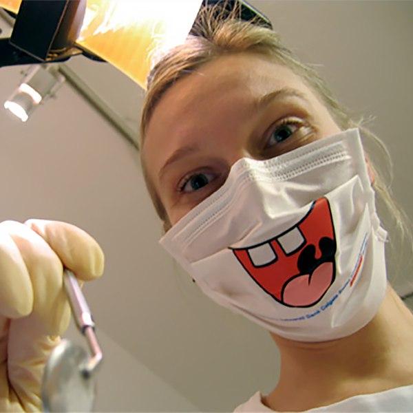 Стыдно идти к стоматологу.