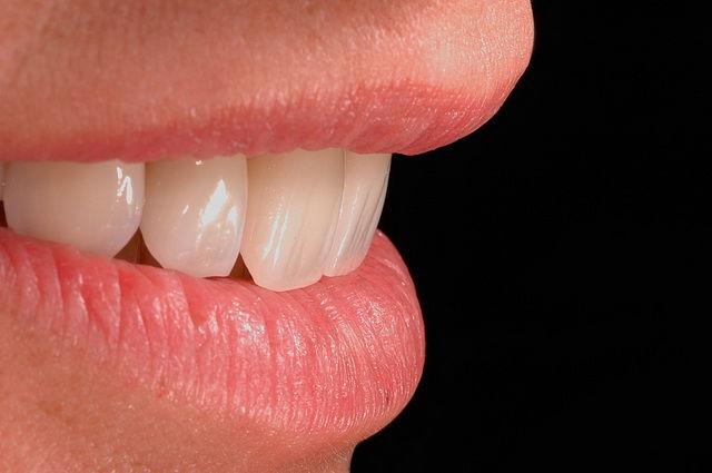 У пациентов ортопедической стоматологии весьма популярно и востребовано протезирование зубов на основе керамических масс, изготовленных по новым технологиям, например, IPS D-sign.