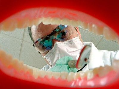 Боязнь идти к стоматологу называется «дентофобией». Бытует еще одно название этого страха – «стоматофобия».